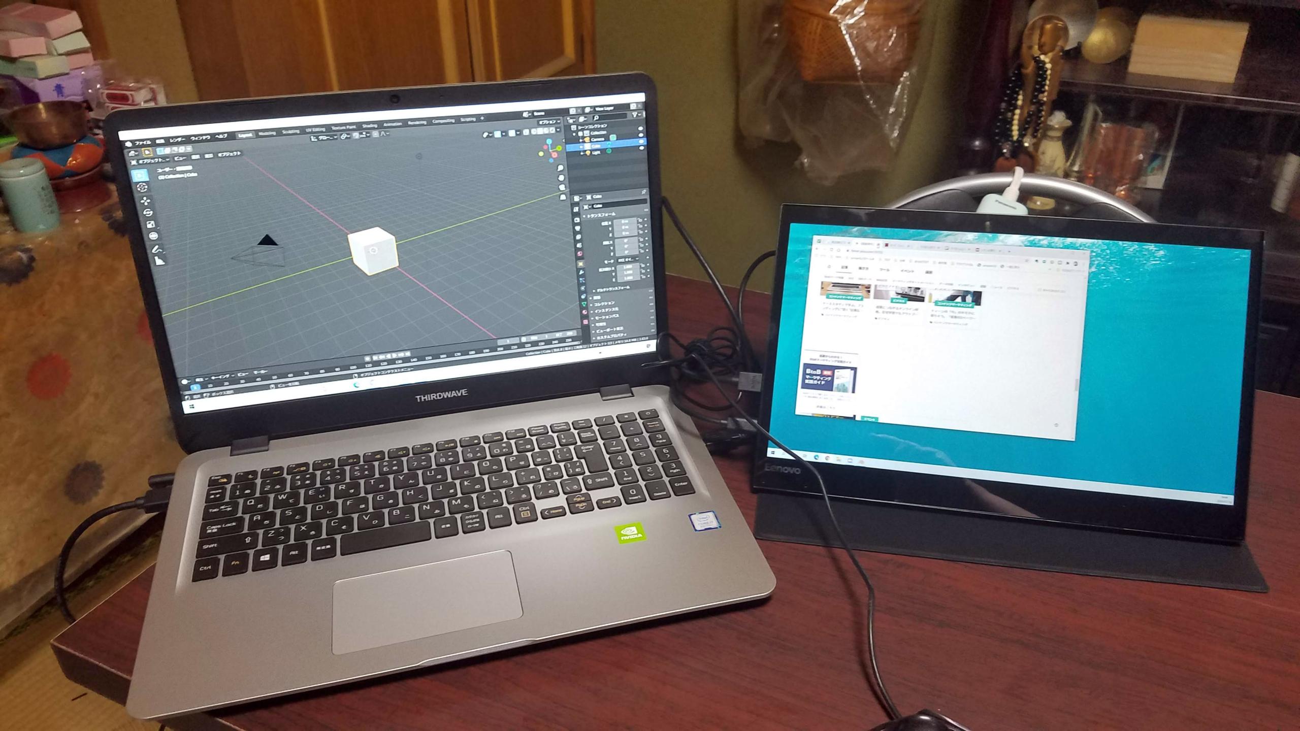 ノートパソコンもデュアルディスプレイになりました。