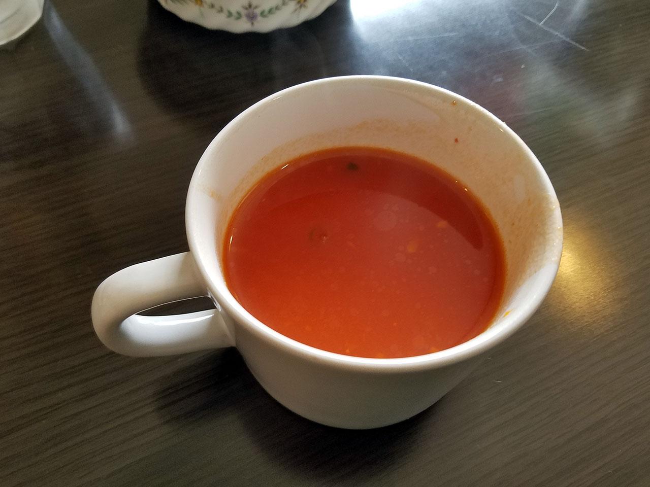 スープはセルフでお替わり自由です。
