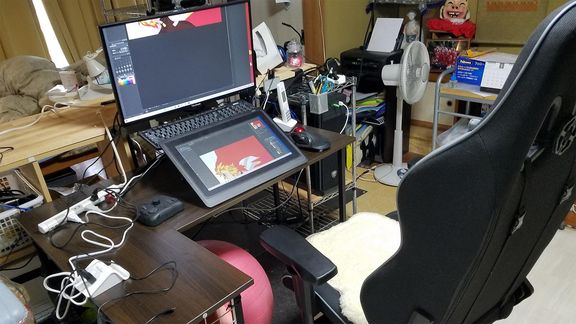 仕事の部屋に、ゲーミングチェアとL字机を購入しました。