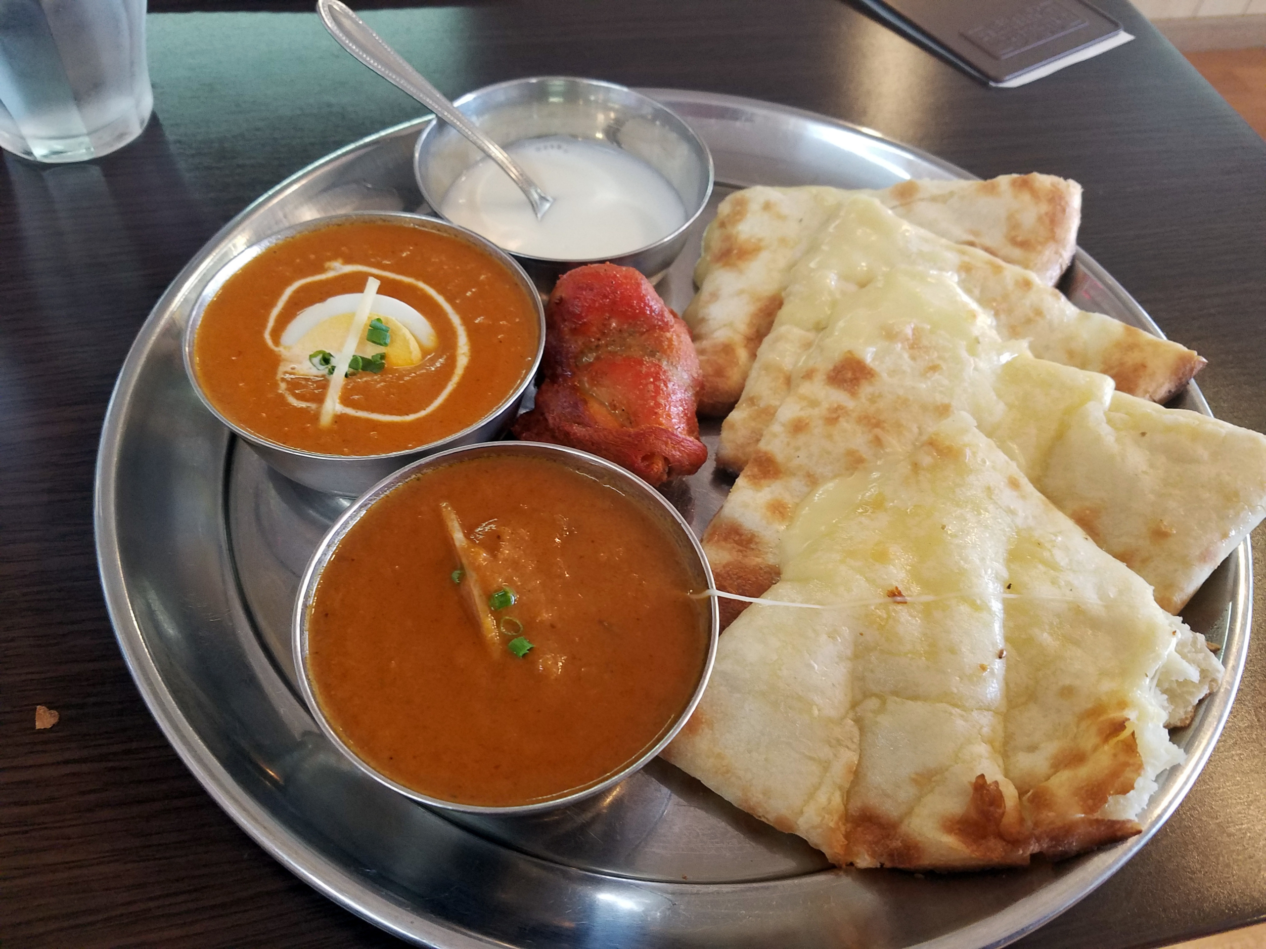 日置市の本格派インド料理 シバさんのチーズナンセット。