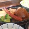 ソーセージ、唐揚げ、ハンバーグが一気に味わえるミックスグリル定食!