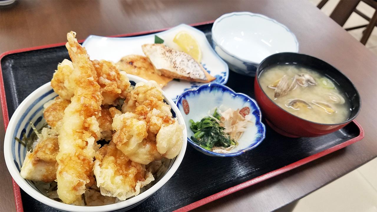 鱈の白子天丼(貝汁付き)と単品でサーモンハラス焼きを注文しました。最高でした!