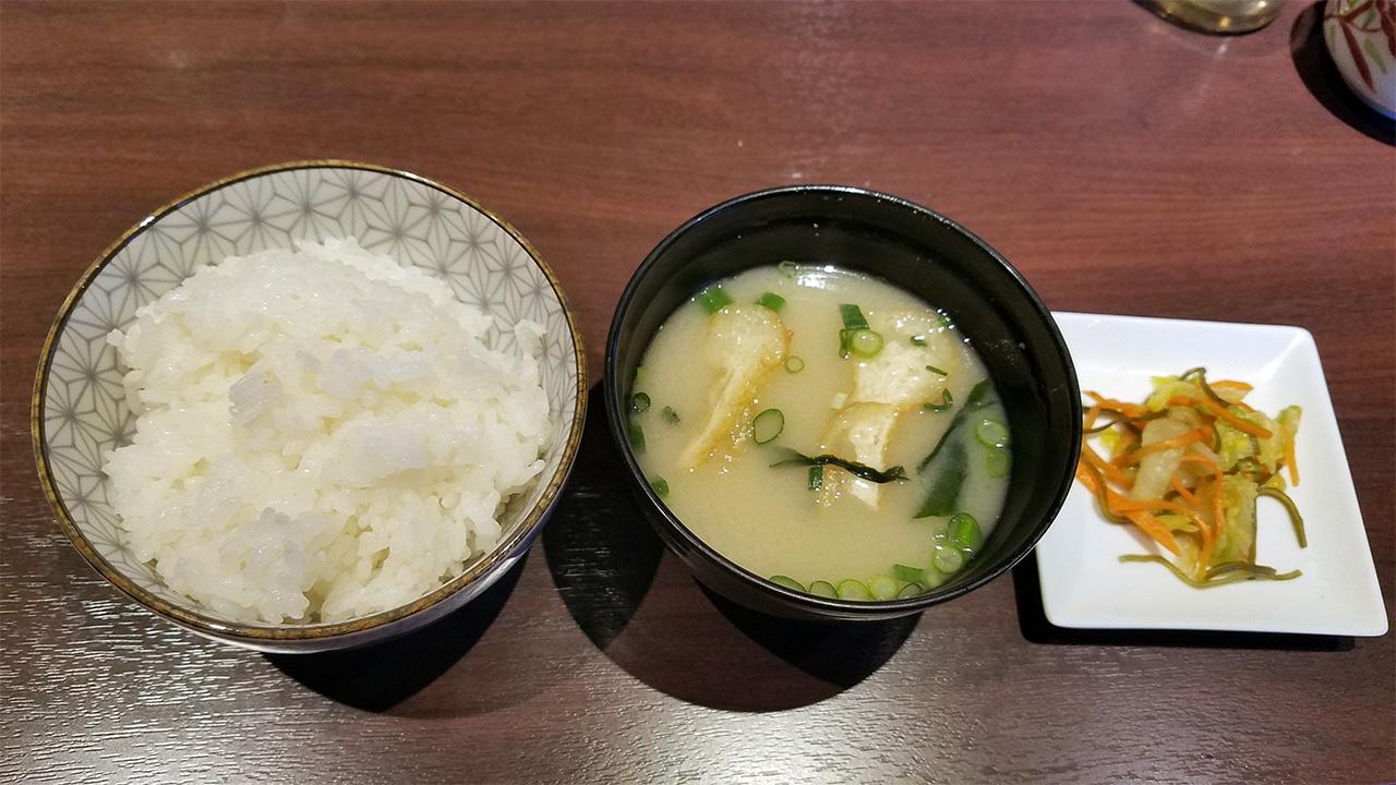 御飯とお味噌汁にお漬物