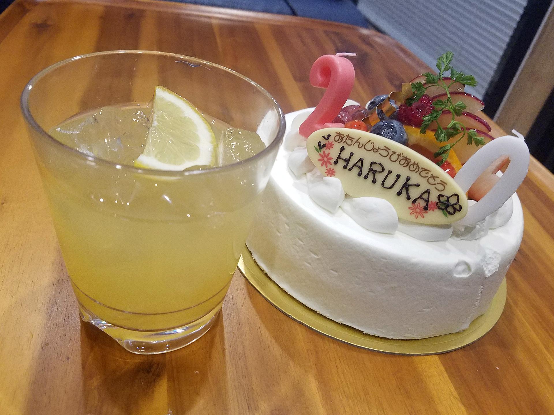 ケーキを持ち込み、姪っ子と愛犬さくらの誕生日をお祝いしました。