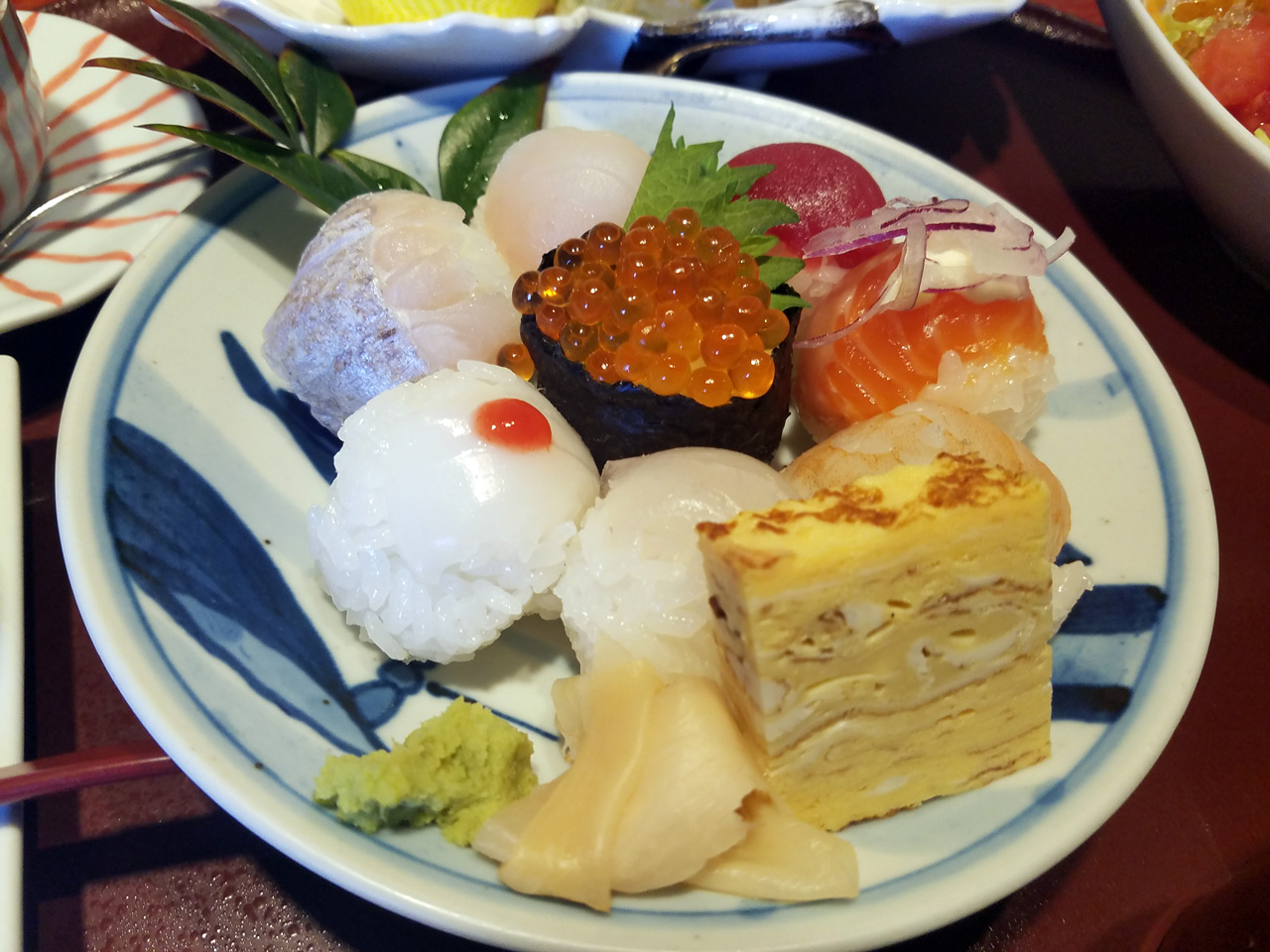 手まり寿司はとても可愛らしいです。