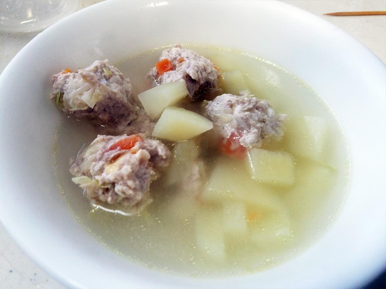 肉団子とじゃがいものスープです。
